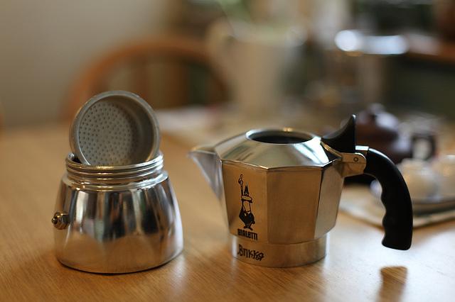 Как готовить кофе: гейзерная кофеварка (мока)